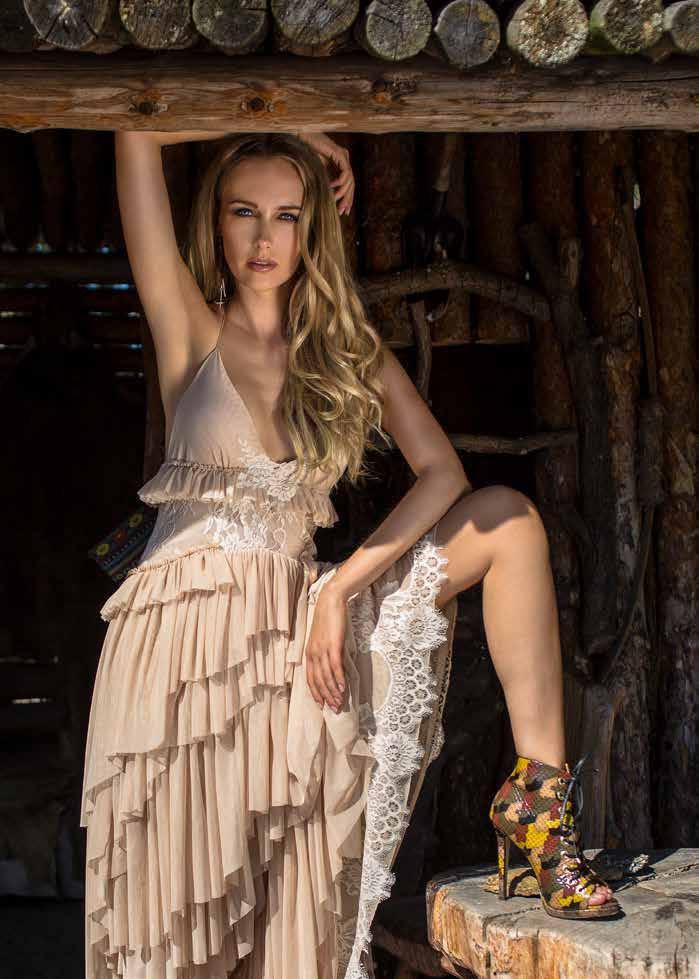 Suknia: Secret Angel by Magdalena Prokop-Elghoriny Buty: Kazar Kolczyki: Reserved