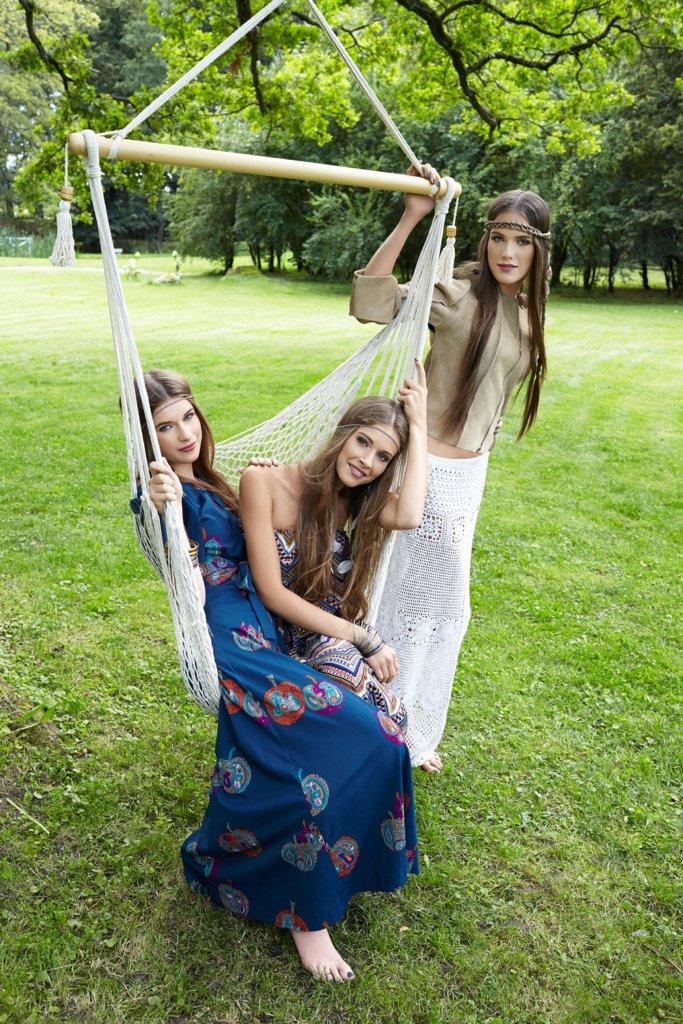 sukienki vintage szafa stylistki; spódnica Scandinavian Living, skórzana kurtka Maison Martin Margiela