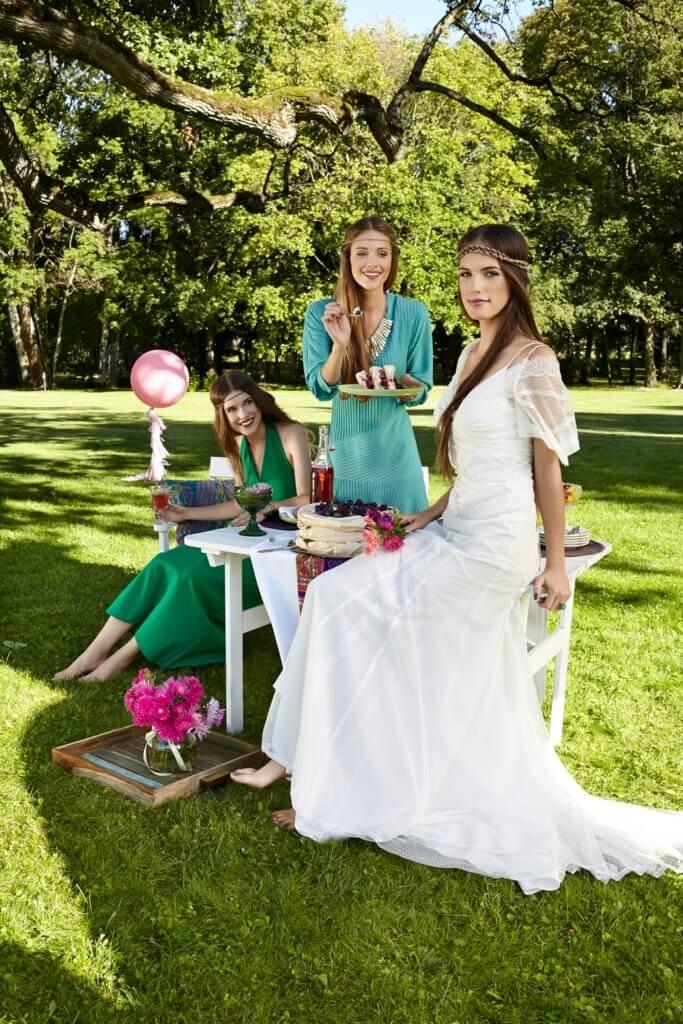 Sukienki Vintage, Sukienka ślubna Cymbeline, szkło francuskie Meubles de Charme, poduszki i pledy Quote By Birkholm – Scandinavian Living