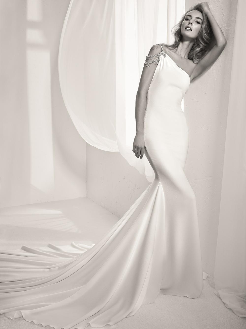 suknia: Pronovias
