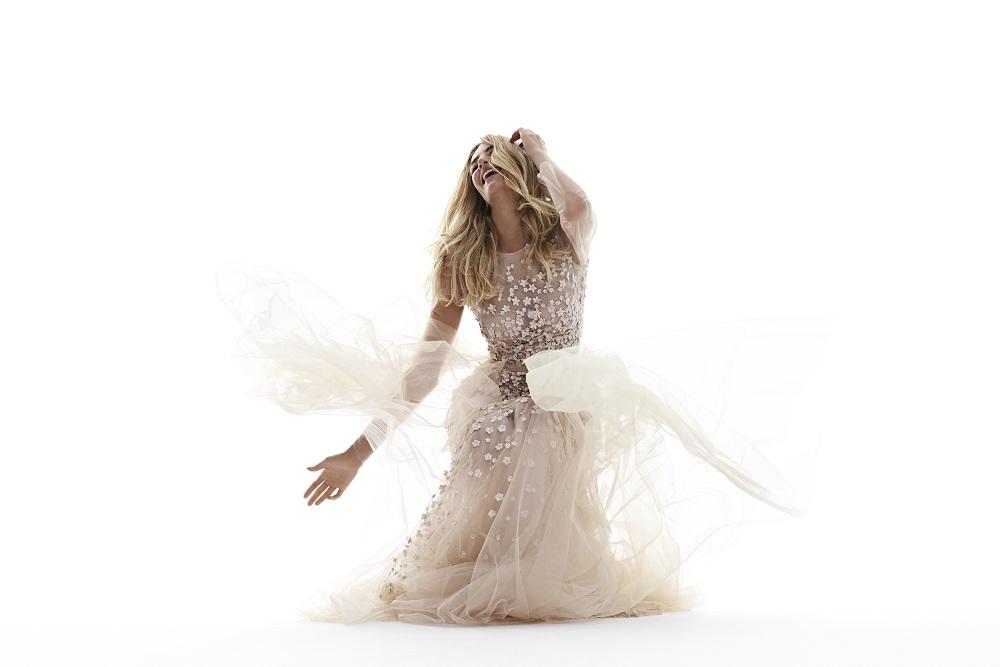 4f6dcb86f3 Historia mody ślubnej na przestrzeni wieków to podróż od skromności do  ekstrawagancji i przesytu. Dzisiaj moda ślubna to wielkie nazwiska